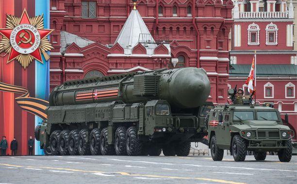 Liikuteltava mannertenvälinen RS-24 Jars -ohjus Moskovassa voitonpäivänparaatissa tämän vuoden toukokuussa.