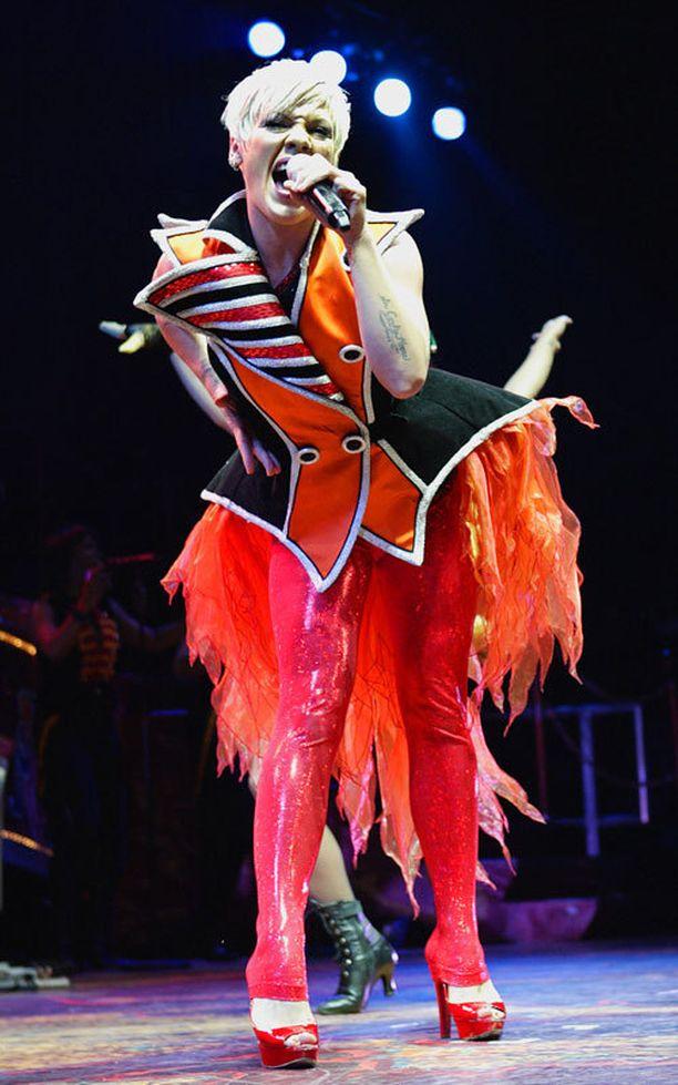 Pink keskeytti esiintymisensä viime viikolla lohduttaakseen yleisössä ollutta pikkutyttöä.