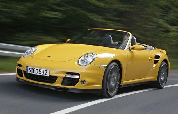 Porsche ei ole jokamiehen auto, mutta hyvin tehty, koska vikaa ei tule vielä iänkään myötä.