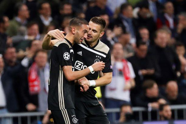 Ajaxin Hakim Ziyech (vas.) iski joukkueensa johtoon Madridissa.