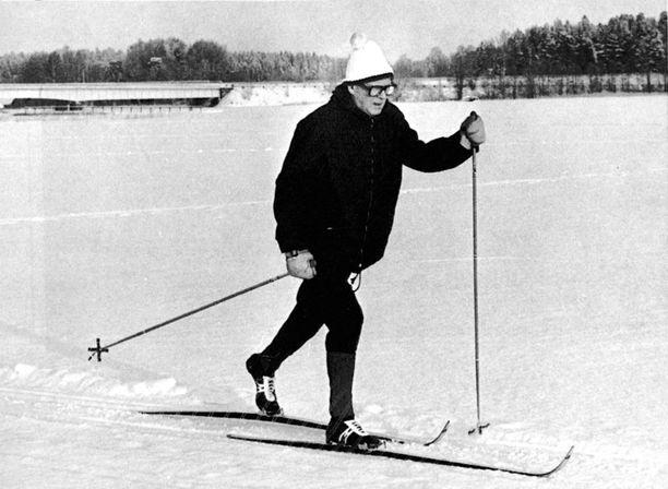 UKK merkitsi hiihtämänsä kilometrit tarkasti päiväkirjaansa.