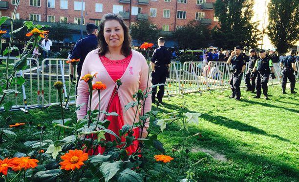 Maria Danielsson kertoi suojaavansa itseään hälytysjärjestelmällä, jonka avulla hän voi hälyttää tarvittaessa välittömästi apua.