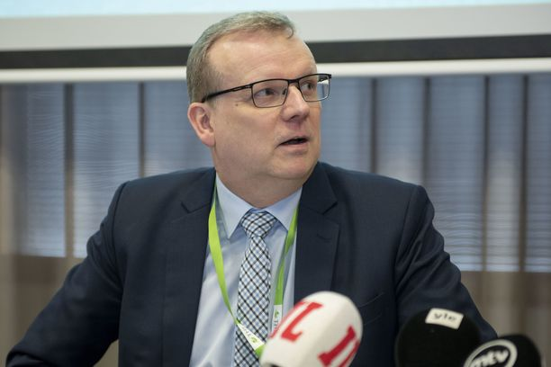 Markku Tervahauta suosittelee nyt kangasmaskien käyttöä ulkona.
