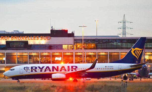 """Irlantilainen Ryanair on vaikeuksissa Saksan ammattiliittojen kanssa. Liittojen mukaan neuvottelut palkasta ja työoloista ovat olleet """"takalukossa"""" elokuun työtaistelutoimista huolimatta."""