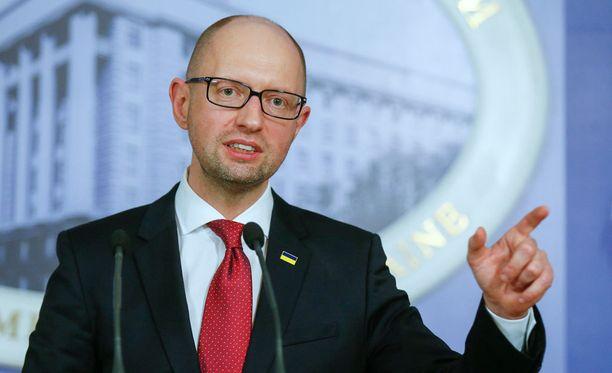 Ukrainan pääministeri Arseni Jatsenjuk kertoi Venäjää kaukaa kiertävästä junasta.
