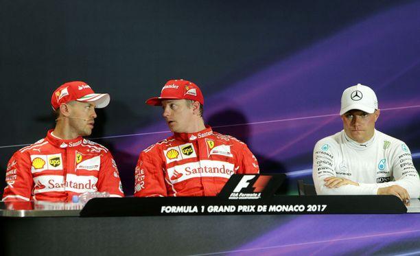 Ferrari-kaksiklta udeltiin, miten ensimmäinen mutka hoidetaan.