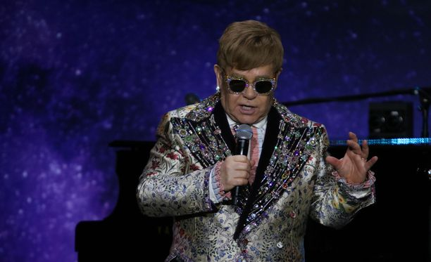 Elton John esiintyi keskiviikkona toimittajille tiedotustilaisuudessa, missä kertoi jäähyväiskiertueestaan.