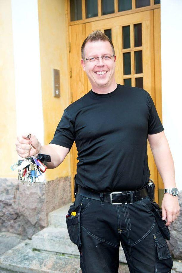 Muun muassa Huvilakatu 23:n huoltotöistä vastaava Tero Kurki kuvailee ammattia enimmäkseen asiakaspalvelutyöksi.