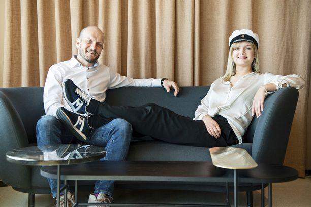 Hans ja Vilma Välimäkeä yhdistää, että molemmat ovat urheilleet maajoukkuetasolla.