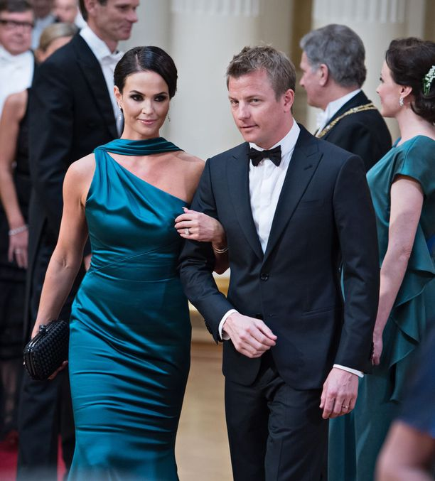 Minttu ja Kimi Räikkönen edustivat Linnan juhlissa.