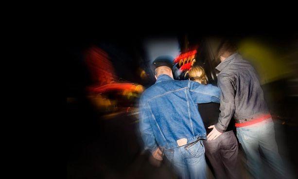 Hyväksyttävimpänä suomalaiset pitivät tilannetta, jossa uhri lähtee vapaaehtoisesti kotiin tekijän kanssa esimerkiksi juhlien tai treffien jälkeen.