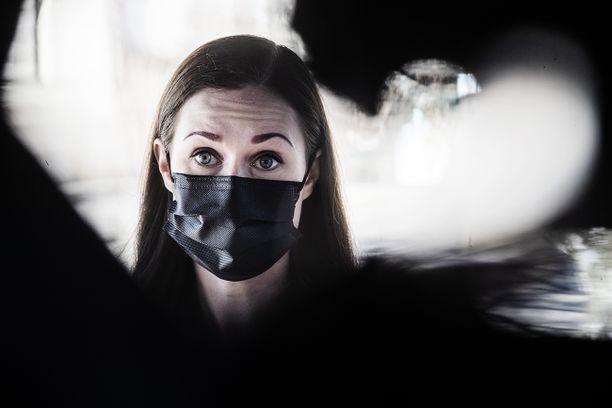 Sanna Marinin (sd) johtama hallitus seuraa epidemiatilanteen kehittymistä jatkuvasti.