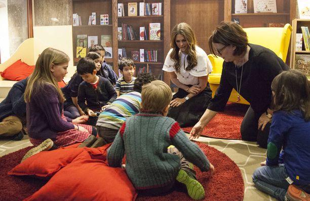 Madeleine pitää lapsille lukemista tärkeänä. Hänen oma jälkikasvunsa ei vielä malta kuunnella satuja kovin pitkää.