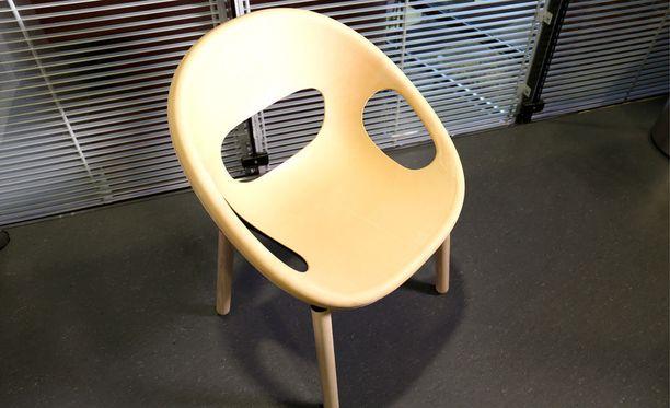 Ensimmäinen biohajoavasta materiaalista valmistettu mallituote on perinteisellä sulaseostus- ja ruiskuvalutekniikalla muotoiltu design-tuoli. Tuoli on valmistettu VTT:n, Plastec Finlandin ja KO-HO Industrial Designin yhteistyönä.