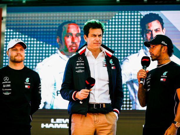 Valtteri Bottas, Toto Wolff ja Lewis Hamilton ovat voittaneet yhdessä kaksi valmistajien maailmanmestaruutta.