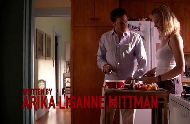 Dexterin tyttöystävä oli ottanut Unikko-kulhon aamiaistarpeiden tekoa varten.