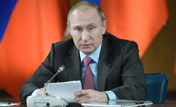 Putinin mukaan Venäjän asevoimat aloittavat vetäytymisen Syyriasta huomenna. Hän ei määritellyt takarajaa joukkojen vetäytymiselle.