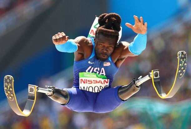 Paralympialaiset kisattiin syksyllä Riossa. Tässä USA:n Regas Woodsin näyte pituushypyssä.