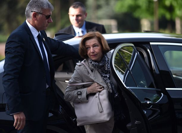 Ranskan puolustusministeri Florence Parlyn mukaan vielä ei tiedetä, miten pitkään ranskalaisagentit vuotivat tietoja Kiinalle.