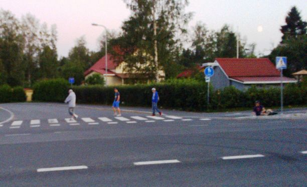 Poliisi julkaisi perjantaina kuvan elokuussa 2014 tapahtuneesta pahoinpitelystä Tampereen Tesomalla.
