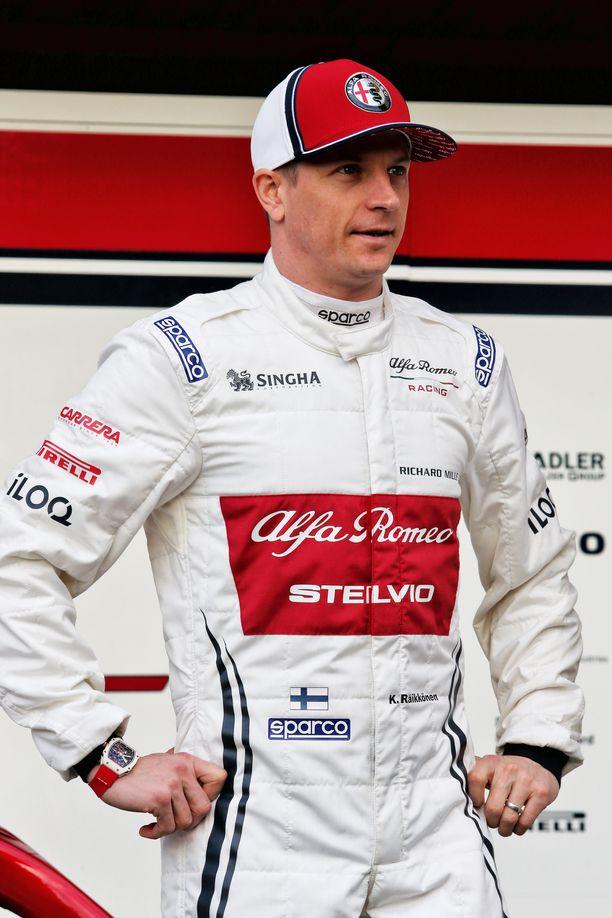 Kimi Räikkönen julkaisi somessa kuvan helikopterista.