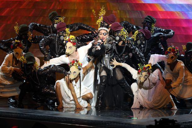 Madonnan esitys viisuissa jakoi mielipiteitä.