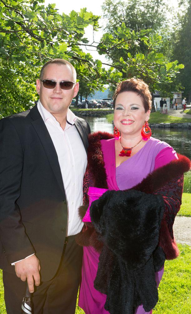 Johanna Rusanen-Kartano ylpeili syystä veljestään Ville Rusasesta, joka esittää Kullervon ystävää ja joka valittiin Oopperajuhlien vuoden taiteilijaksi. Hän vietti harvinaista vapaailtaa yhdessä puolisonsa Antti Kartanon kanssa.