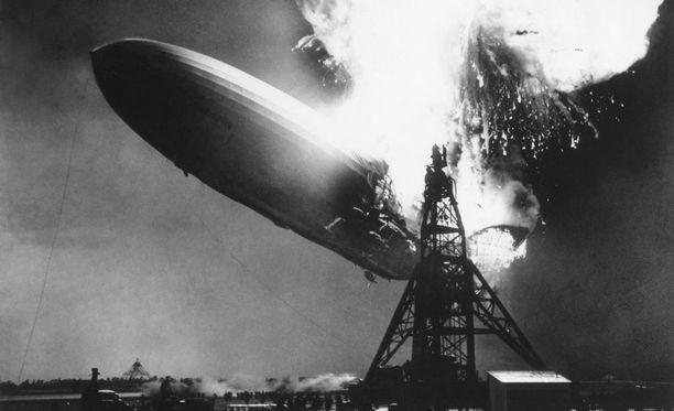 Hindenburgin loppu tallentui lukuisiin valokuviin.