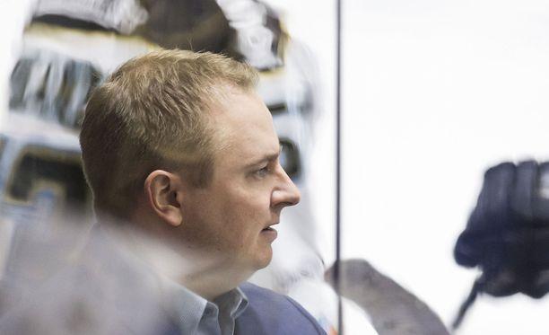 Tomi Lämsä jatkaa valmennusuraansa Venäjän KHL:ssä.