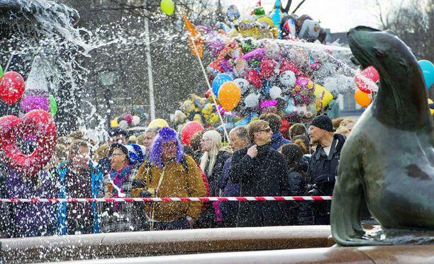 Juhlijat työllistivät ensihoitoa Helsingissä.