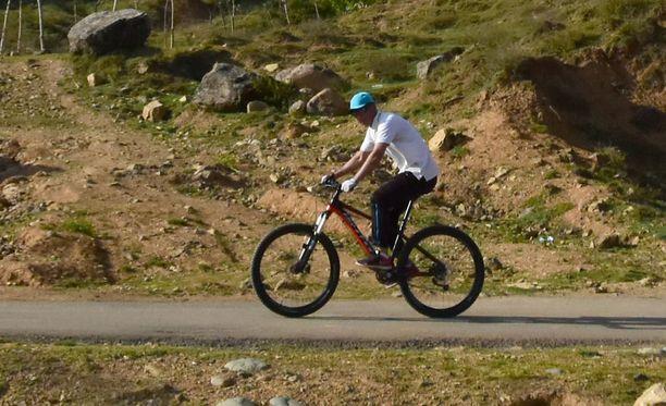 """Tapaus on paha takaisku Tadžikistanin pyrkimyksille houkutella maahan turisteja. Tämä vuosi on nimetty erityiseksi """"Turismin teemavuodeksi"""". (Kuvituskuva, kuvan pyöräilijä ei liity tapahtuneeseen)."""