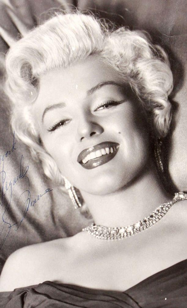 Marilyn Monroe, tässä kuvassa jo suosionsa vakiinnuttaneena tähtenä.