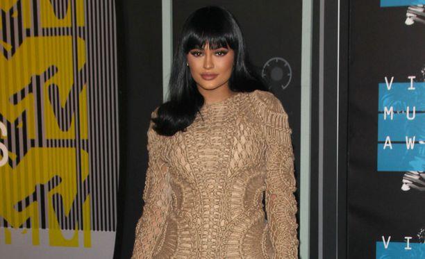 Vielä viikonloppuna Kylie edusti MTV Music Awardeissa mustassa peruukissa.