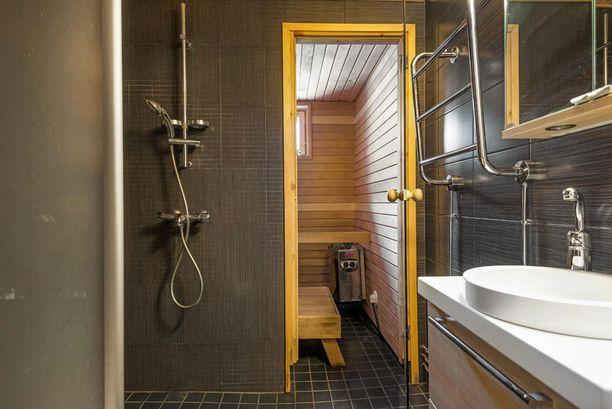 Huoneistoon kuuluu myös sauna.