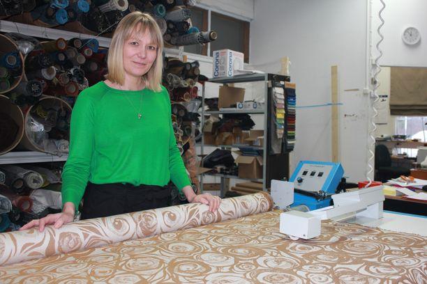 Annala Oy:n toimitusjohtaja Hanna-Maria Kortesojan mukaan Annala X Metsovaara -mallistossa olevan Primavera-huonekalukankaan värimaailma on nostanut suosiotaan.