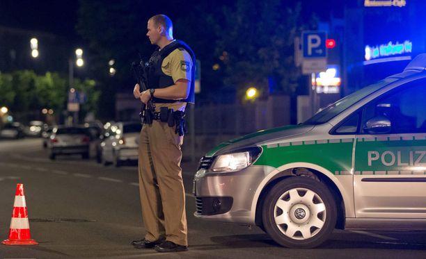 Ansbachin kaupungissa tapahtuneen ravintolaräjähdyksen jälkeen poliisi eristi ravintolan lähiympäristön.