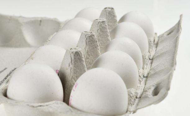 Poikaporukka heitteli autoja muun muassa kananmunilla Muuramessa. Kuvituskuva.