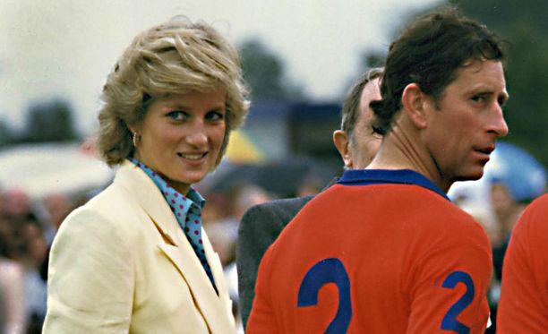 Diana ja Charles erosivat virallisesti joulukuussa 1992.