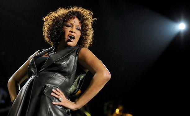 Whitney Houstonin tytär puhui äitinsä tappamisesta.