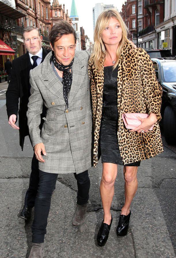 Kate juhli synttäreitään tutun näköisessä takissa.