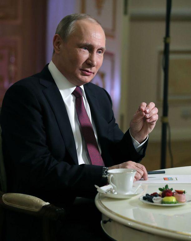 Vladimir Putin, 65, ei ymmärrä syytöksiä Venäjän sekaantumisesta Yhdysvaltojen presidentinvaaleihin.