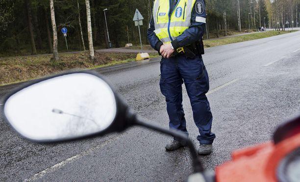 Mopoilijat aiheuttavat poliisille päänvaivaa Nivalassa. Kuvituskuva.