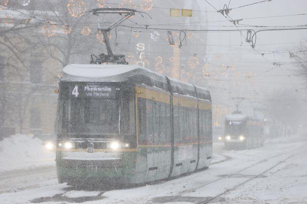Raitiovaunuliikenteelle aiheutui ongelmia edellisessä lumimyräkässä. Niitä voi taas tulla.