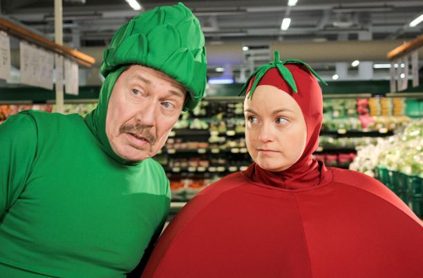 Tomaatissa tomaatti on Emilia Sinisalo ja parsa Matti Onnismaa.