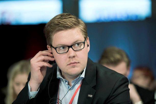 Antti Lindtmanin jatko voi olla vaakalaudalla, kirjoittaa Juha Keskinen.