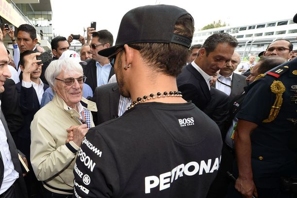 Bernie Ecclestone on puhunut monesti Lewis Hamiltonin puolesta, mutta nyt kellossa on toinen ääni.
