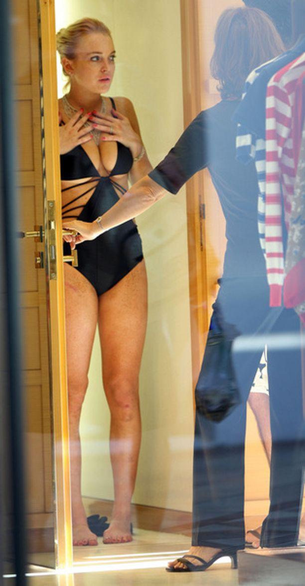 Lindsay Lohan tykkää vähän erikoisemmista uimapuvuista.