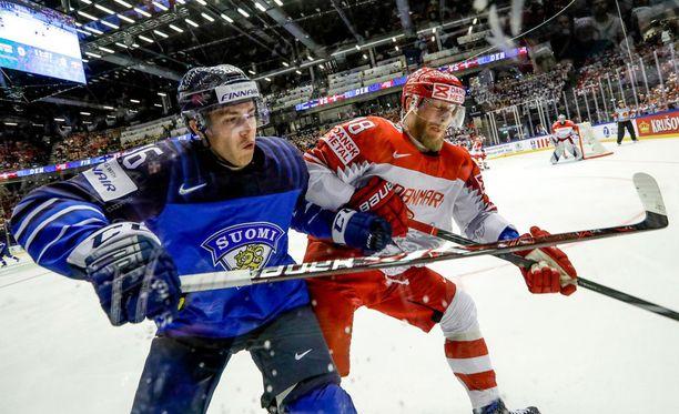 Teuvo Teräväinen istui kahdesti jäähyboksissa keskiviikon Tanska-ottelun loppuhetkillä.