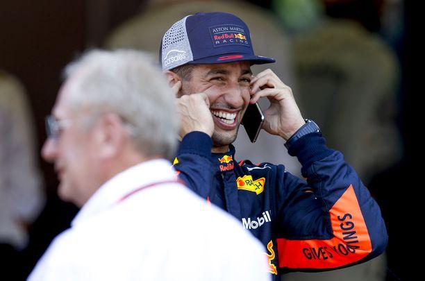 """Daniel Ricciardo sai uransa toisen paalupaikan jälkeen onnittelupuhelun """"isolta pomolta"""", Red Bullin toiselta perustajalta Dietrich Mateschitzilta."""