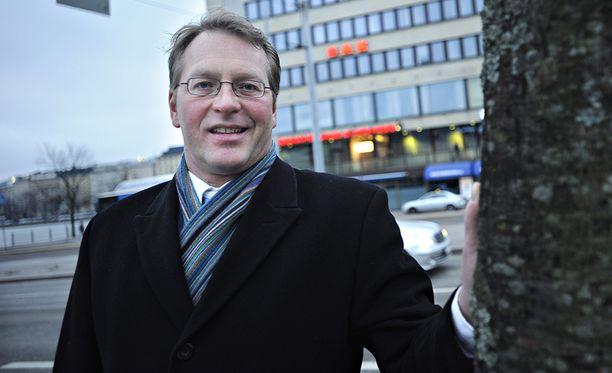 Paperiliiton puheenjohtaja Petri Vanhalan mielestä nollan prosentin linja on kohtuuton.